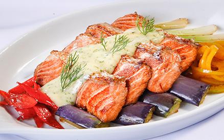 Nhà hàng chế biến Sushi Cá Hồi ở HCM us